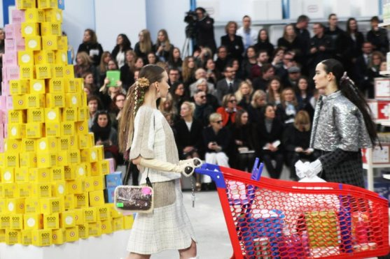 chanel-shopping-center-PFW-fw-14-19