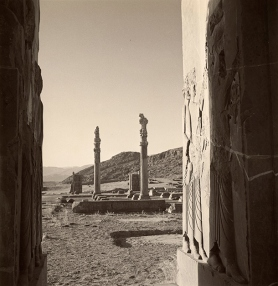 horst_ruinsView of ruins at the palace of Persepolis, Persia, 1949. © Condé Nast:Horst Estate